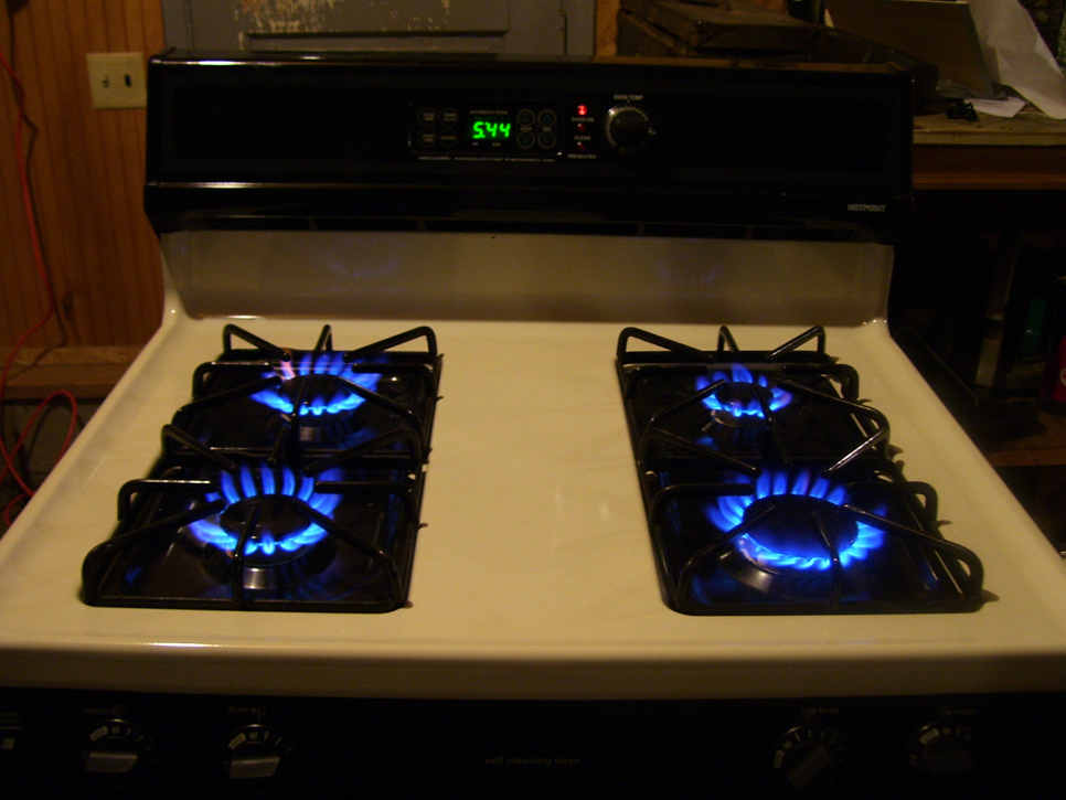 how do i hook up a propane stove Hello, can anyone provide rough idea on what total cost (one-time and recurring) i am looking at to setup a propane tank to enable us use gas range.